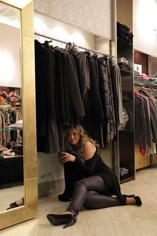 Cristina Lodi con scarpe borchie Replay