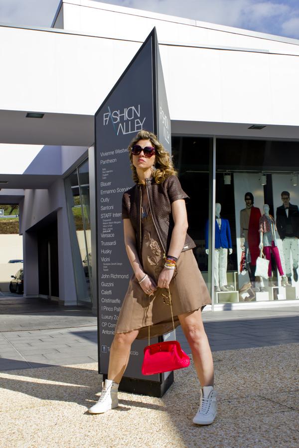 Cristina Lodi in Fashion Valley con braccialetti xlo+