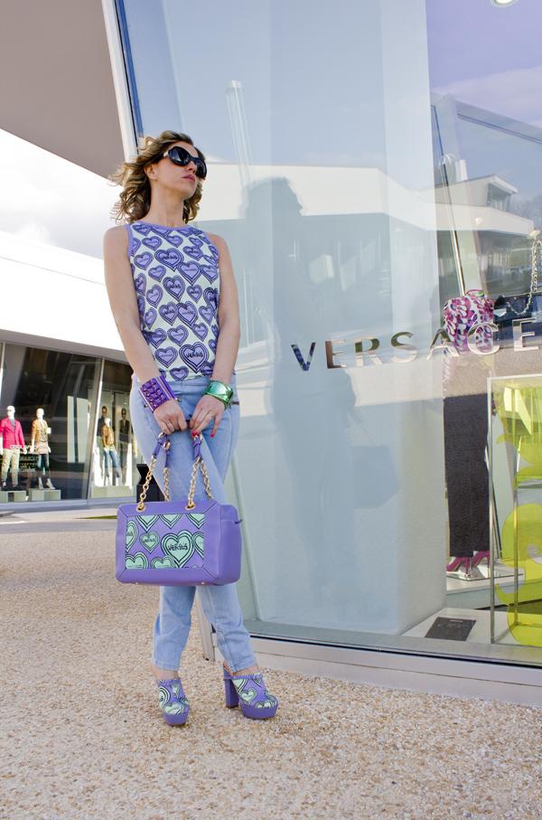 La Fashion Blogger Cristina Lodi indossa Versus in Fashion Valley
