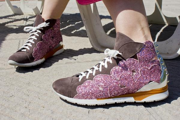La Blogger Cristina Lodi con sneakers Sgn by Giancarlo Paoli