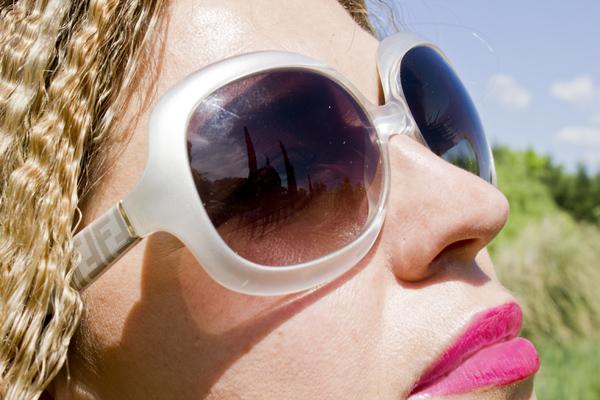 La Fashion Blogger Cristina Lodi con occhiali Fendi