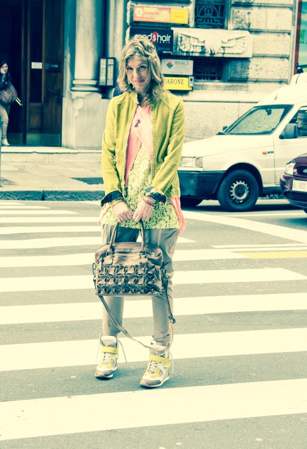 La Fashion Blogger Cristina Lodi con pantaloni Manila Grace