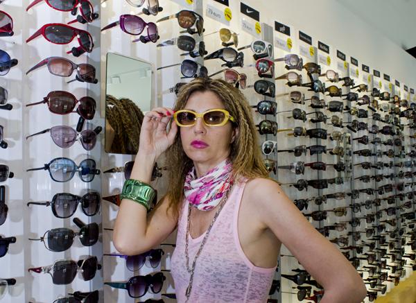La Fashion Blogger Cristina Lodi con sciarpina Salvatore Ferragamo