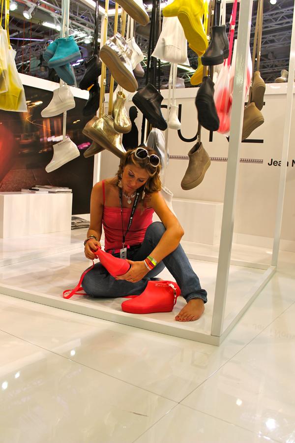 """Cristina con la """"capsule Pure"""" di Jean Nouvel per Ruco Line"""