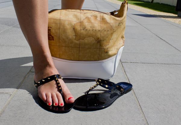 Cristina Lodi di 2 Fashion Sisters con scarpe Colors of California