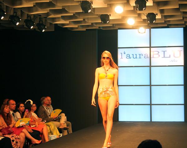 Mare d'Amare 2013 – 2 Fashion Sisters – fashion show – L'Aura Blu