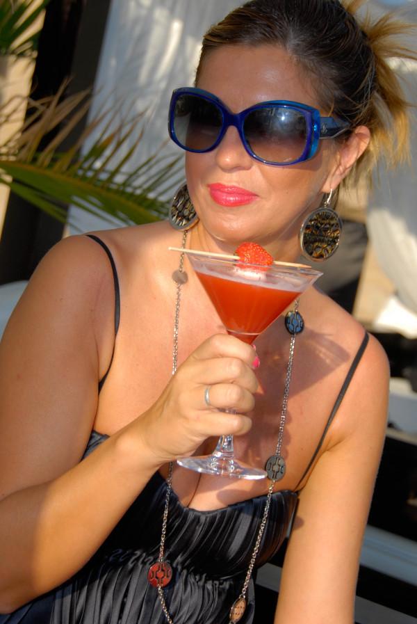 Cristina di Fashion Sisters con occhiali Chanel