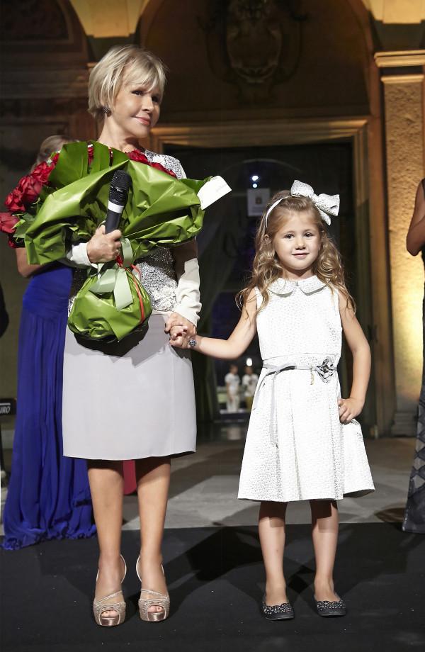 SocietÖ Italia 20th anniversary_Anna Molinari with the little model in Miss Blumarine