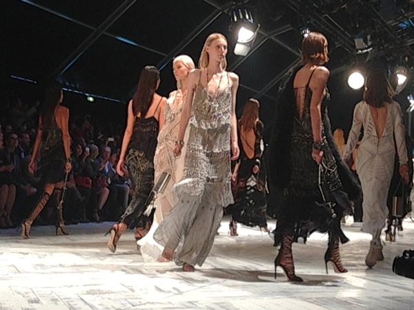 robertocavalli, 2 fashion sisters