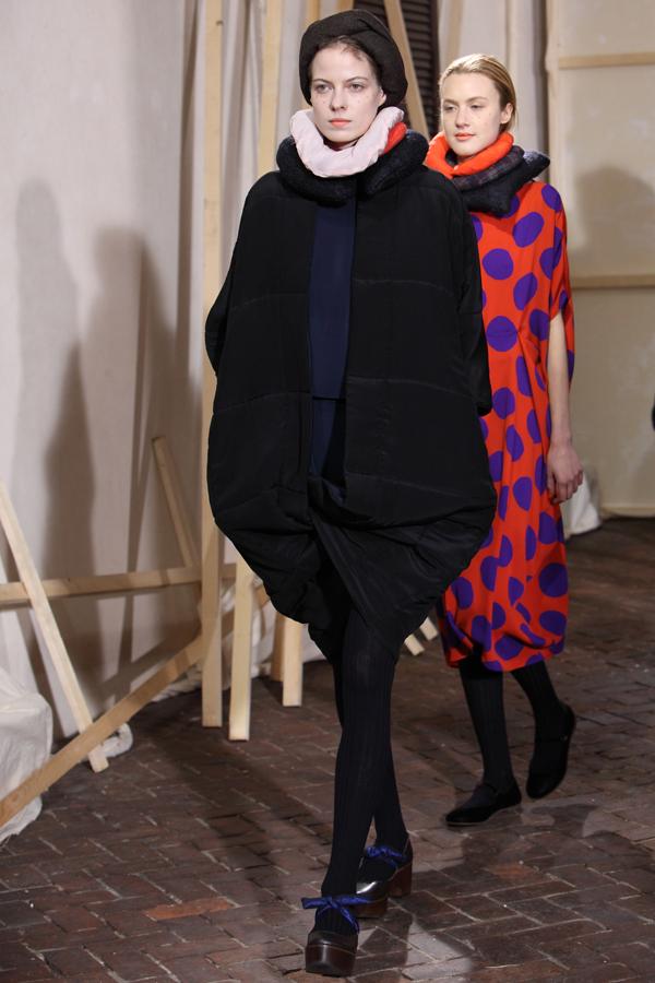 daniela grecis fashion show, 2 fashion sisters