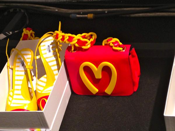 fashion blog, backstage moschino, jeremy scott, 2 fashion sisters