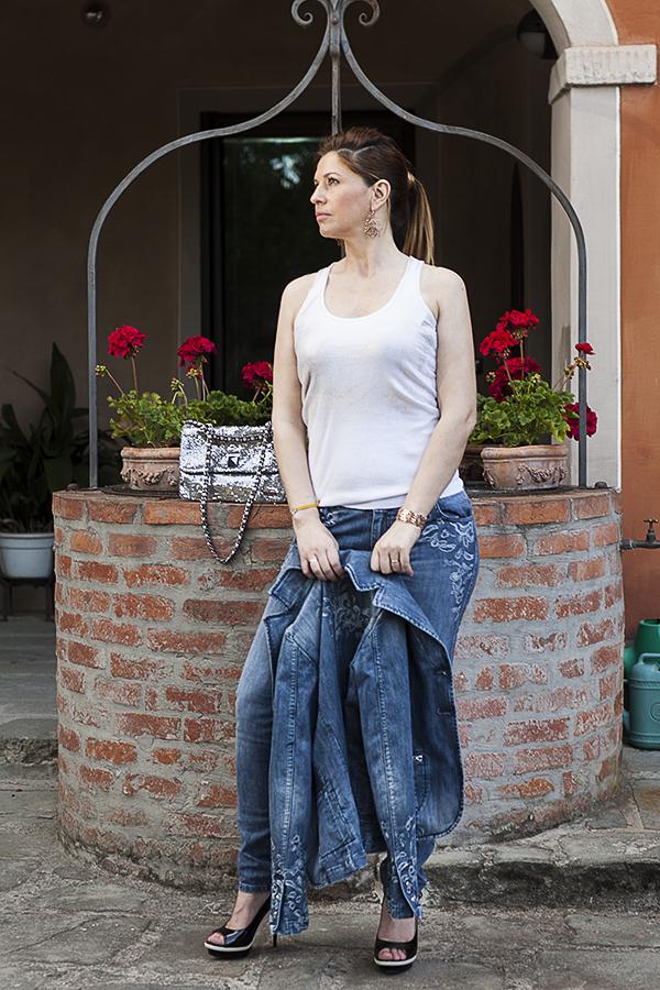 2 fashion sisters, Cristina Lodi, canotta Black Believe, jeans Marco Calzolai