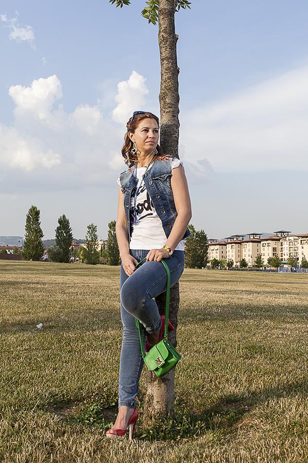 Cristina Lodi,jeans Freddy, i migliori fashion blogger italiani, t shirt happines, occhiali chanel, collana quid, orecchini zoppini