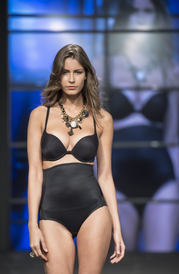 costumi, 2 fashion sisters, mare d'amare, fashion show, beachwear