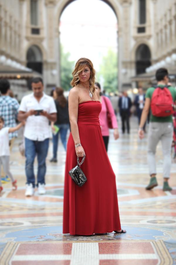 cristina lodi, clutch roberto botticelli, abito rosso tuwe gioielli, stroili