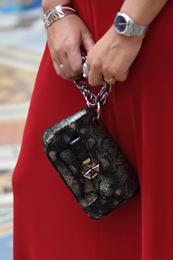 vestito rosso tume, cristina lodi, clutch roberto botticelli, gioielli, stroili