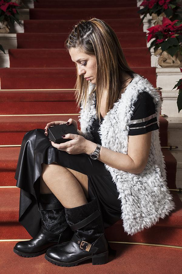 Cristina Lodi, gioiello siamo tutti scimmie, dbf, gilet vero moda, boots Emanuelle Vee, fashion blogger italia, no alla discriminazione