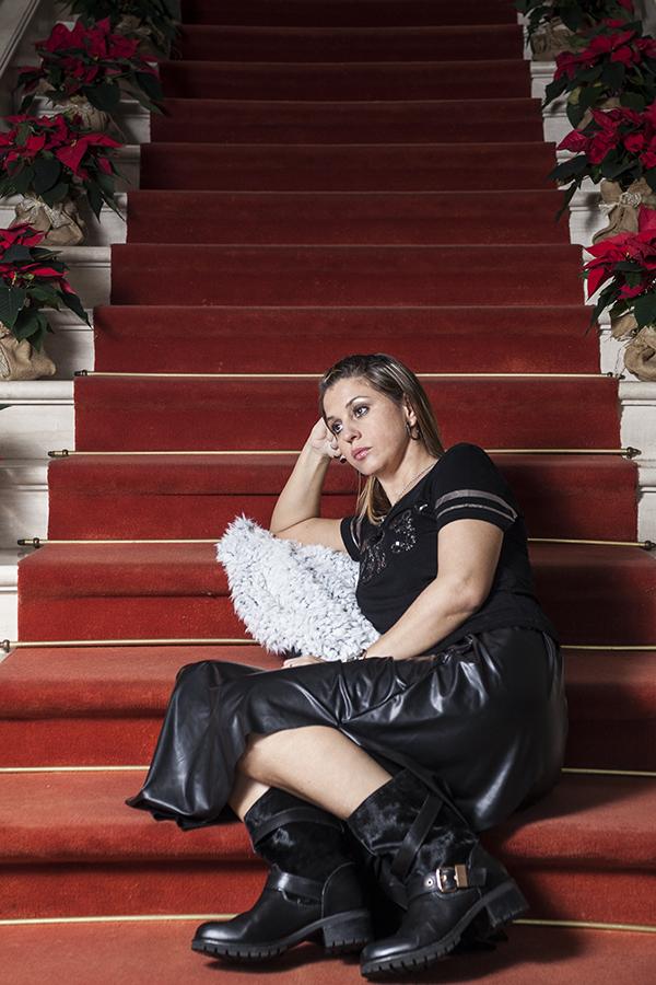 Cristina Lodi, gonna ecopelle, tshirt vero moda, boots Emanuelle Vee, fashion blogger italia, villa la borghetta