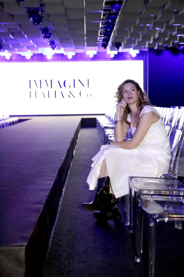 Cristina Lodi, abito lungo bianco Grazia 'Lliani, boots luciano barachini, 2 fashion sisters, immagine italia