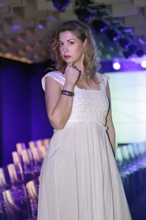 Cristina Lodi, bracciale breil, 2 fashion sistera,immagine italia, abito bianco