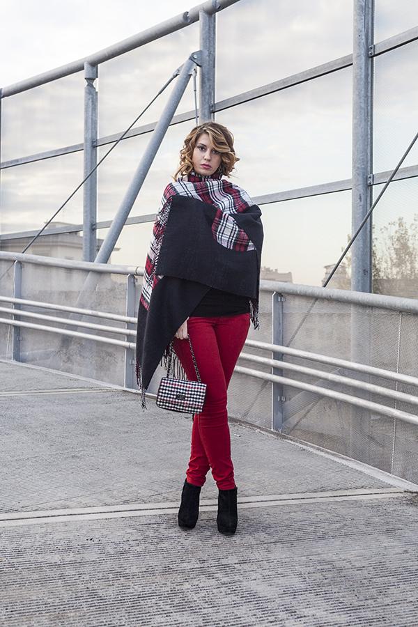 Cristina Lodi, pantaloni kaos, borsa babi firenze, poncho vero moda, tronchetto luciano barachini, 2 fashion sisters, fashion blog