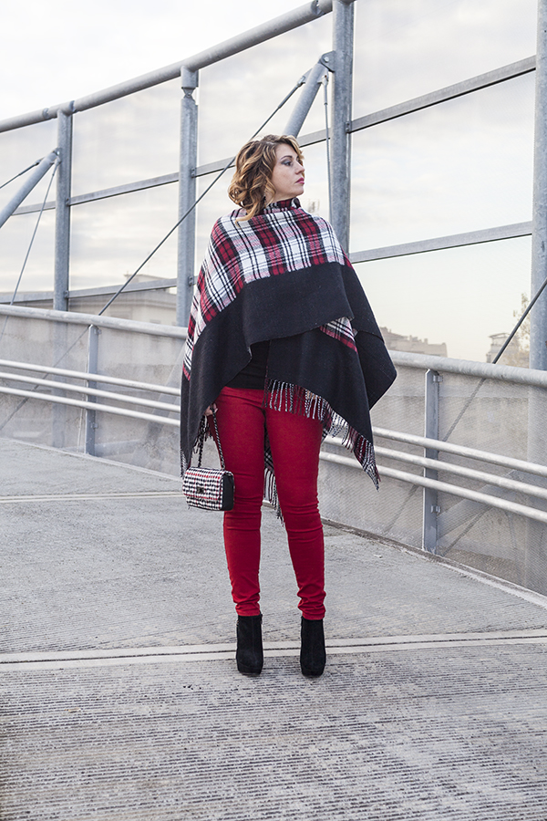 Cristina Lodi, pantaloni kaos, borsa babi firenze, poncho vero moda, tronchetto luciano barachini, 2 fashion sisters, fashion bloogger italia