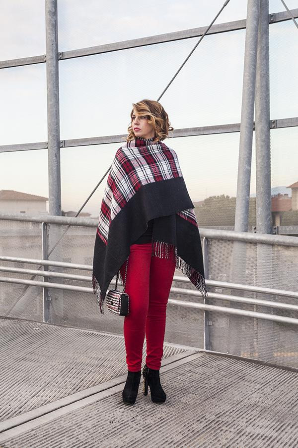 Cristina Lodi, poncho scozzese, pantaloni kaos, tronchetto luciano barachini, 2 fashion sisters