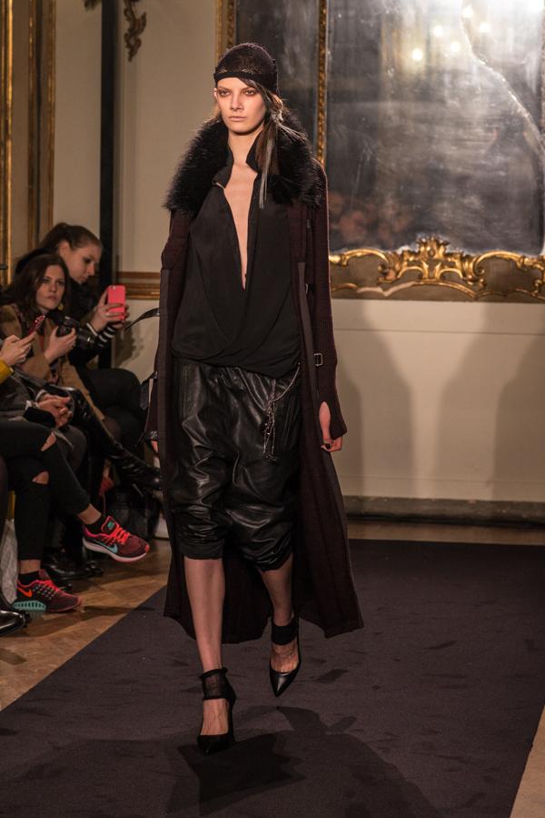 1  Sfilata Nicholas K Autunno-Inverno 2015-16, DHL EXPORTED, 2 fashion sisters, mfw