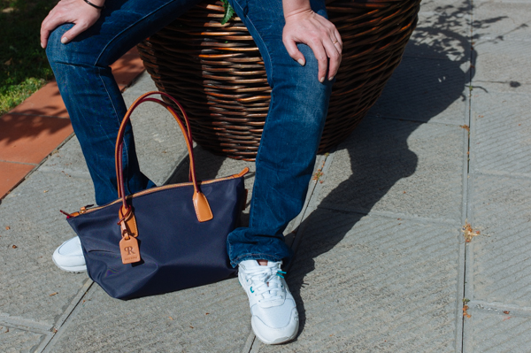 Cristina Lodi, 2 fashion sisters, Asics Tiger, jeans Levi's, borsa Roberta Pieri
