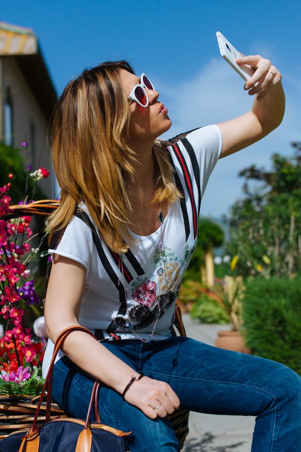 Cristina Lodi, 2 fashion sisters, fashion blogger, Samsung Galaxy Note 4, smartphone, collana ottaviani, occhiali Athina Lux, jeans Levi's, borsa Roberta Pieri