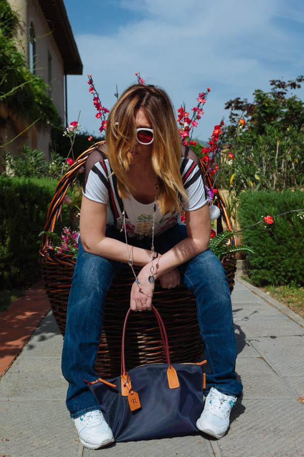 Cristina Lodi, Asics Tiger, collana ottaviani, occhiali Athina Lux, jeans Levi's, borsa Roberta Pieri