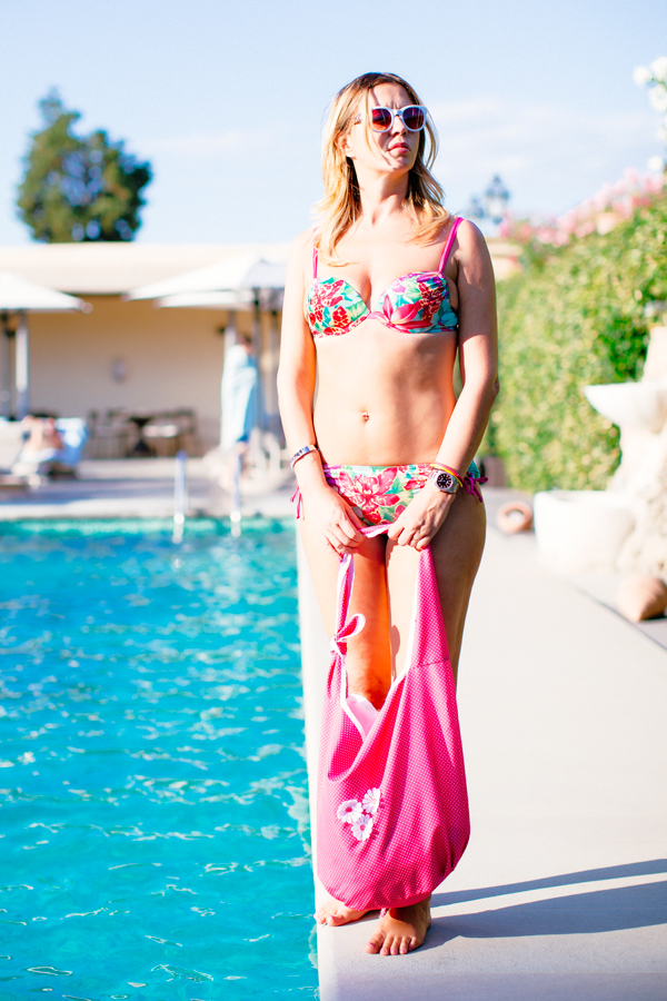 cristina lodi, tropical flower, bikini yamamay, borsa giada marina, occhiali athina lux, piscina villa olmi, costume push up