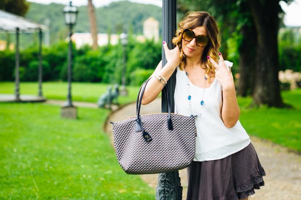 Cristina Lodi, Villa Olmi, collana ottaviani, borsa roberta pieri, minigonna dj