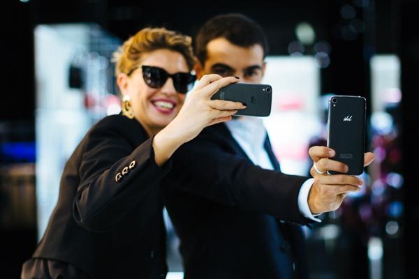 Cristina Lodi e Primo Reggiani in Emporio Armani per Alcatel