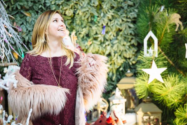 Cristina Lodi, natale, stiatti fiori, pelliccia kaos, abito rosso, abito pizzo, abito vero moda, decorazioni natalizie