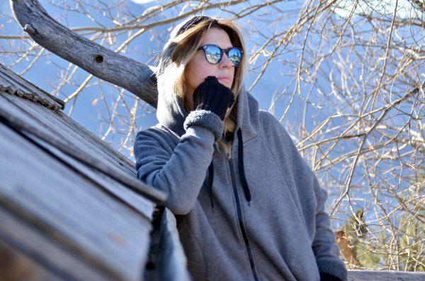 Cristina Lodi, maxi felpa grigia Two Play, travel, san vigilio di marebbe, occhiali athina lux, guanti bugie by coccoli