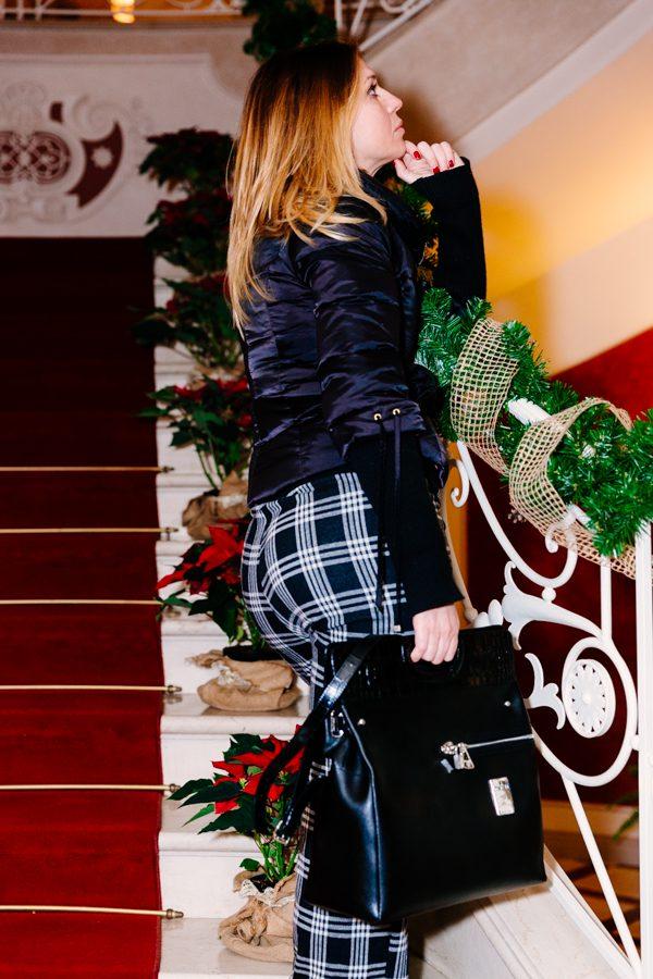 Cristina Lodi, pantaloni scozzesi, pantaloni a quadri, happy people, giubbotto cristinaeffe, borsa piero guidi, villa la borghetta