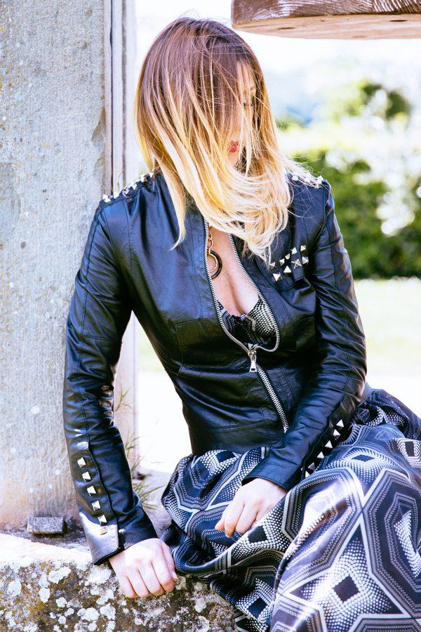 Cristina Lodi, villa olmi, chiodo, giubbotto di pelle, abito domani, collana ottaviani
