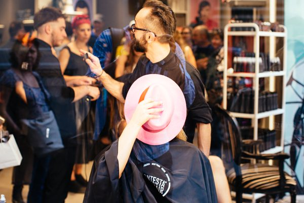 Contesta Rock Hair, 2 fashion sisters